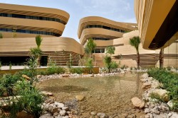 Marriott_Diplomatic_Quarter_ruhdq_Wadi_Courtyard_03.JPG